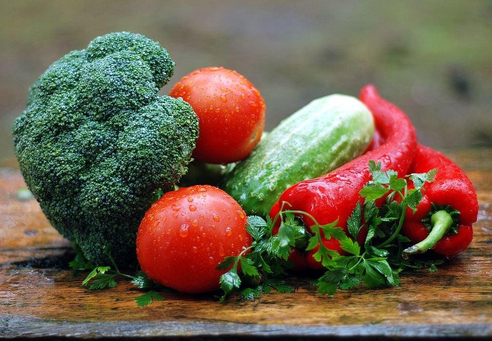 Los niños coman sus verduras
